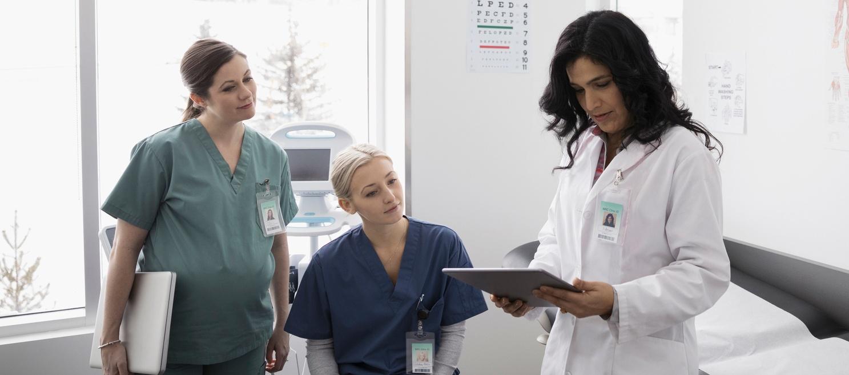 doctor-nurse-tablet
